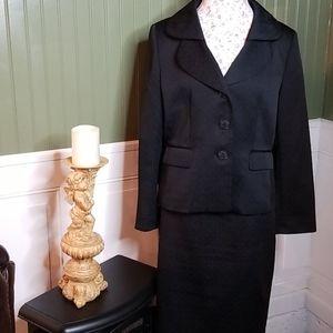 Suit Studio 2 pc skirt set size 16